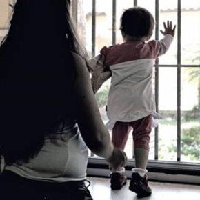 La tragedia di una madre di due bambini e lo scaricabarile